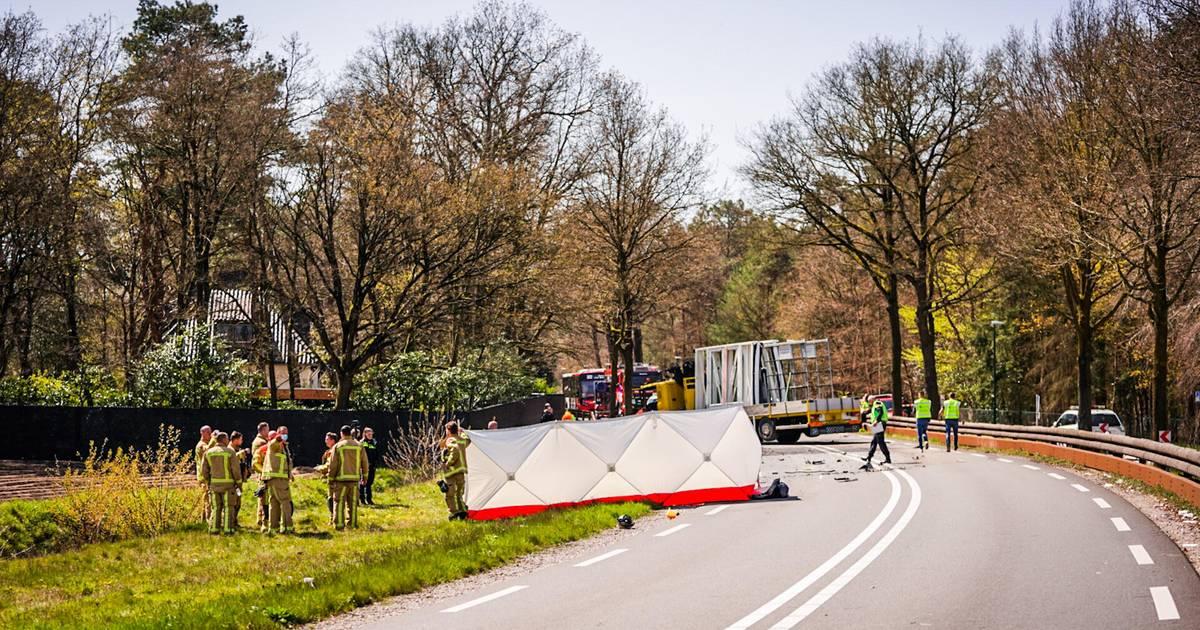 Dode door ongeval met vrachtwagen en personenauto in Lieshout.