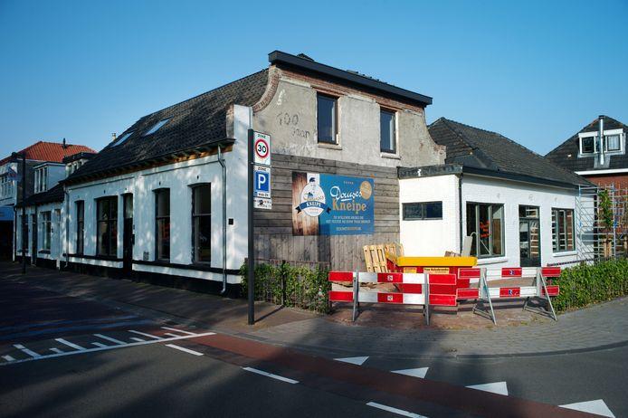 TT-2021-9968 - Borne - vervallen cafe aan Stationsstraat / Dunantstraat is geheel verbouwd van binnen en buiten, en opent in augustus als Douwes Kneipe editie HE         Foto Carlo ter Ellen DPG Media   CTE20210617