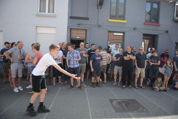 Café De Planchee uit Keerbergen houdt op paasmaandag naar jaarlijkse gewoonte haar 'Keerbergs kampioenschap eierwerpen', het is al de achtste editie.