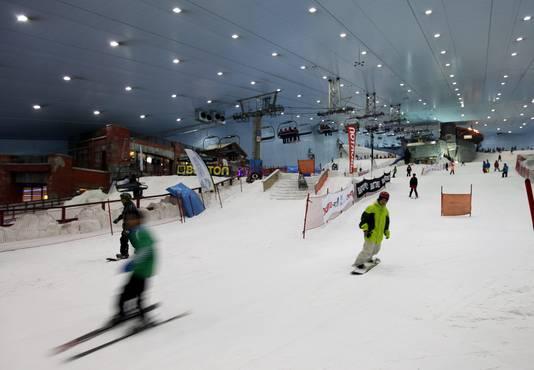 Dubai heeft met 'Ski Dubai' al een indoorskioord met 22.500 vierkante meter overdekt skigebied. Het opende in 2005 de deuren.