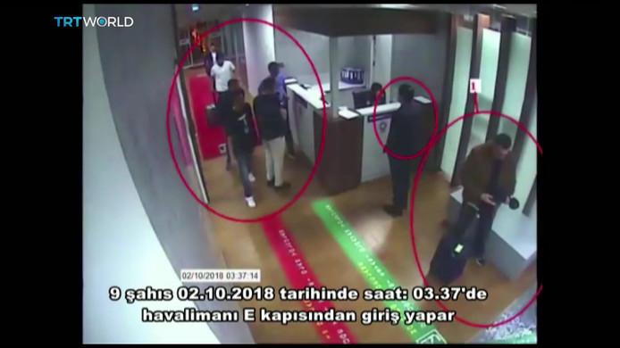 Volgens de Turkse krant Sabah hebben deze Saoedische mannen te maken met de verdwijning van de journalist. Deze beelden zijn gemaakt op het vliegveld in Istanboel.