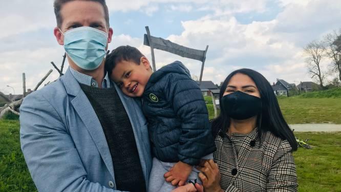 """Kleine Rafaël (3) werd geboren zonder kuitbeen, crowdfunding voor operatie over halfweg: """"Al 50.000 euro ingezameld, maar we hebben 78.000 euro nodig voor operatie"""""""