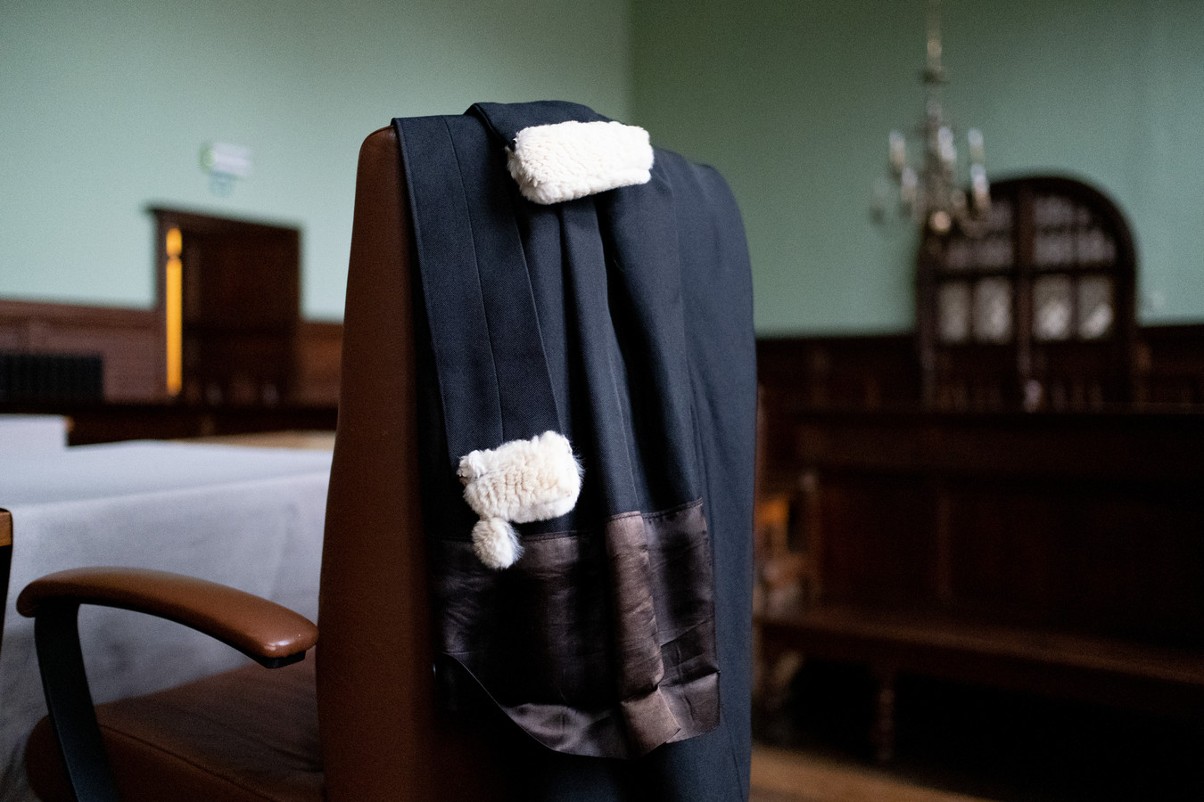 De toga van een advocaat in de correctionele zittingszaal van de rechtbank in Mechelen.
