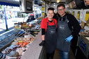 Jaap de Graaf en zijn vrouw Christina op de markt in Hoogland.