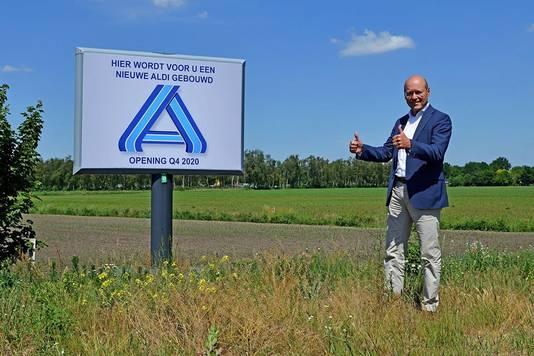 """Wethouder Hans Vereijken: ,,We zijn blij dat Aldi vaart maakt, vooral ook omdat op deze manier de leefbaarheid van Reek een enorme impuls gaat krijgen""""."""