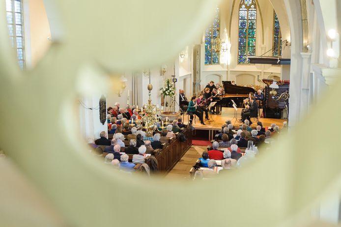 Concert in de Oude Blasiuskerk in Delden. Een mooier entourage voor een klassiek concert is er in Twente bijna niet te vinden.