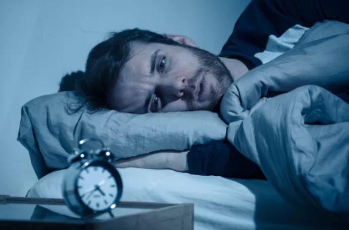 En début d'année passée, 7 à 8% des Belges se plaignaient d'incapacité à trouver le sommeil. Ce nombre a grimpé à 19% durant le premier confinement. Au second confinement, la proportion est même passée à 29% d'insomniaques. Soit quatre fois plus que 12 mois auparavant.