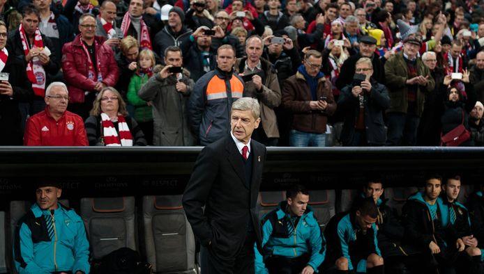Arsène Wenger voor Bayern Munchen - Arsenal in 2015.
