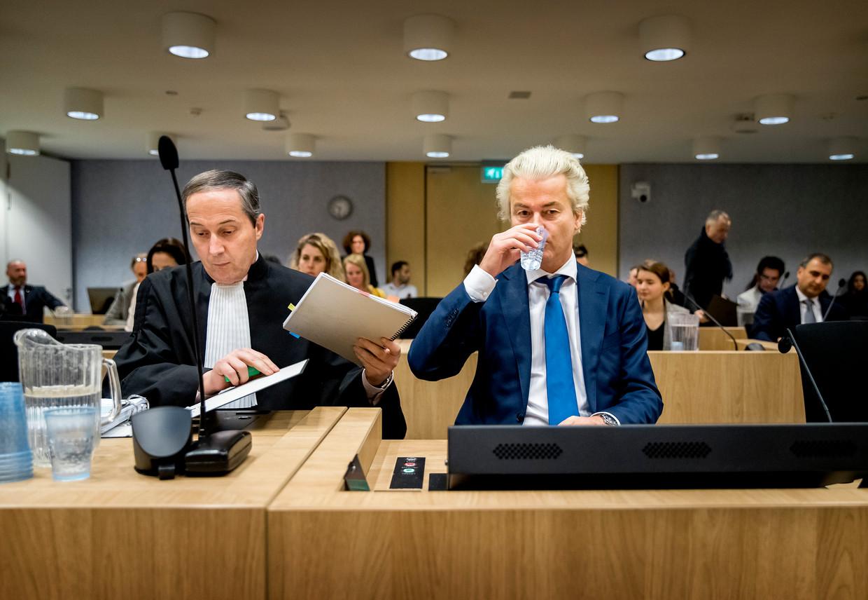 Geert Wilders bij aanvang  van zijn proces.