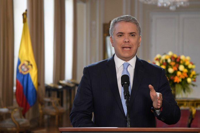 De Colombiaanse president Ivan Duque tijdens een statement vandaag. Hij laat de jacht openen op de voormalige FARC-commandant en zijn strijdmakkers