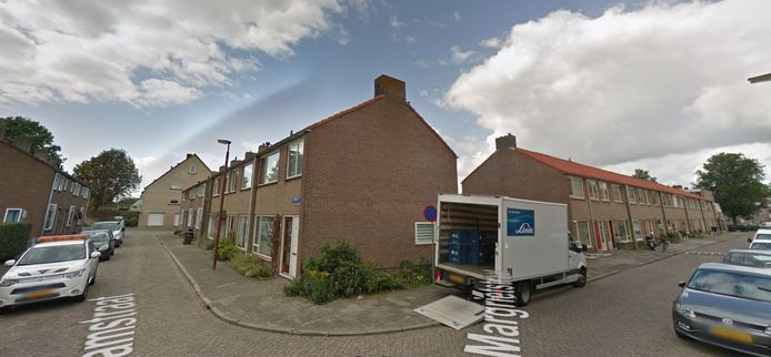De Margrietstraat en de Tramstraat in Veeswijk (Nieuwegein). Woningbouwcoporatie Mitros wil de verouderde huizen liefst slopen en vervangen door nieuwe.