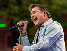 Jeroen van der Boom zingt Songfestivalliedjes in nieuw programma