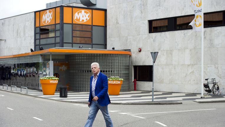 Jan Slagter, voorzitter van Omroep Max, voor het hoofdkantoor van op het Mediapark in Hilversum. Beeld ANP