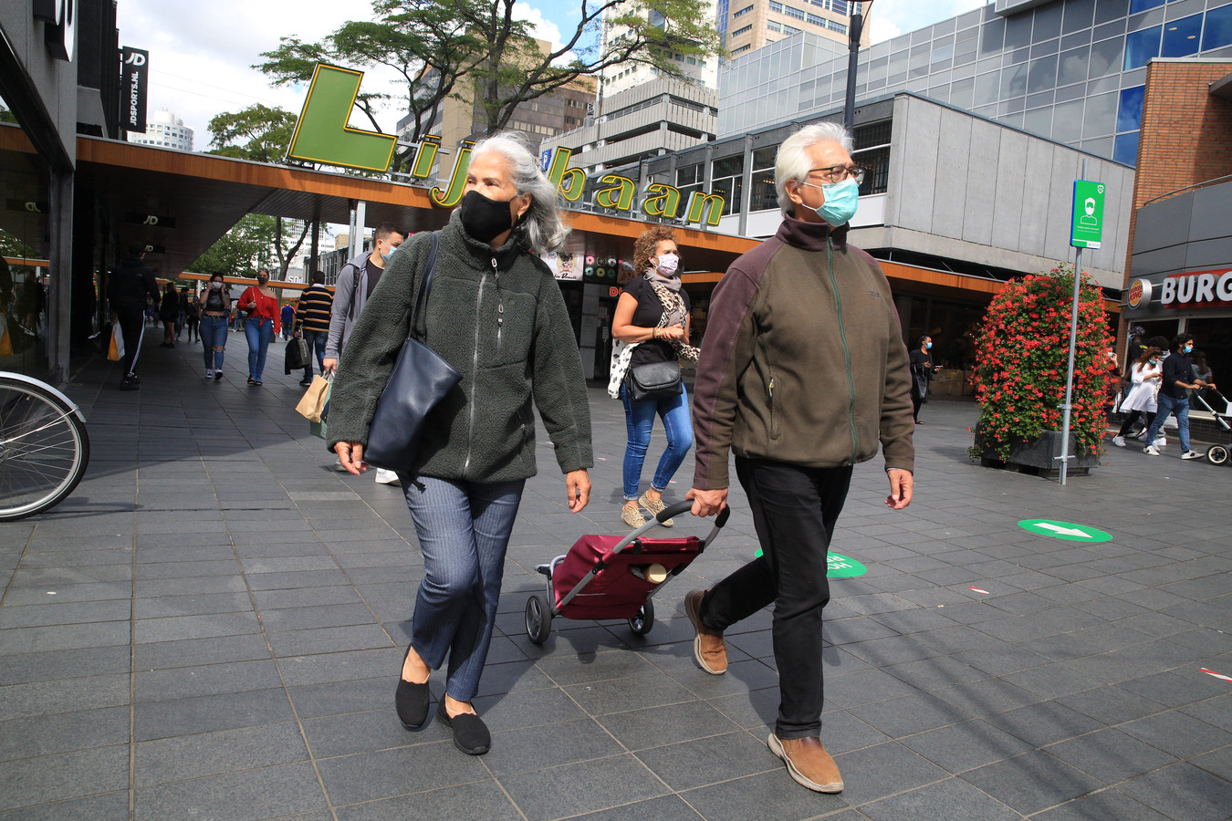 In augustus experimenteerde Rotterdam met een mondkapjesplicht. Burgemeester Aboutaleb is gefrustreerd dat hij daarvoor weinig steun kreeg.