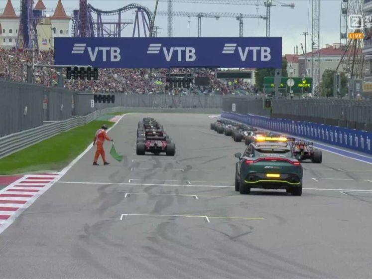 Bekijk hier de sterkte start van Verstappen in de GP van Rusland