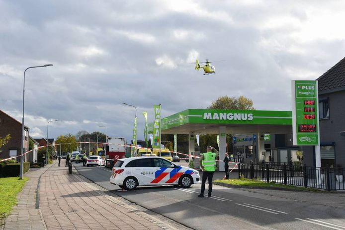 Bij een aanrijding met een vrachtwagen is maandag in Kapellebrug een fietser uit Hulst om het leven gekomen.