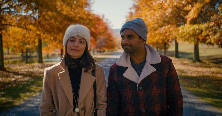 Alessandra Mastronardi (Francesca) en Aziz Ansari (Dev) in Mater of None. Beeld