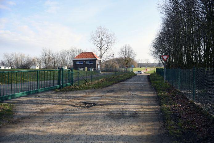 Op dit terrein plant De Watergroep de bouw van een nieuwe wateronthardingsinstallatie.