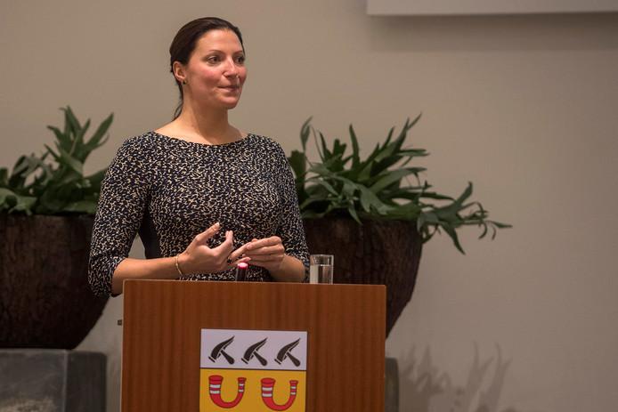 Hanne van Aart in het gemeentehuis van Loon op zand, vlak nadat bekend werd dat ze wordt voorgedragen als nieuwe burgemeester van die gemeente.