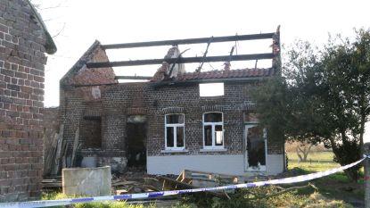 Video: Huis gaat in de vlammen op