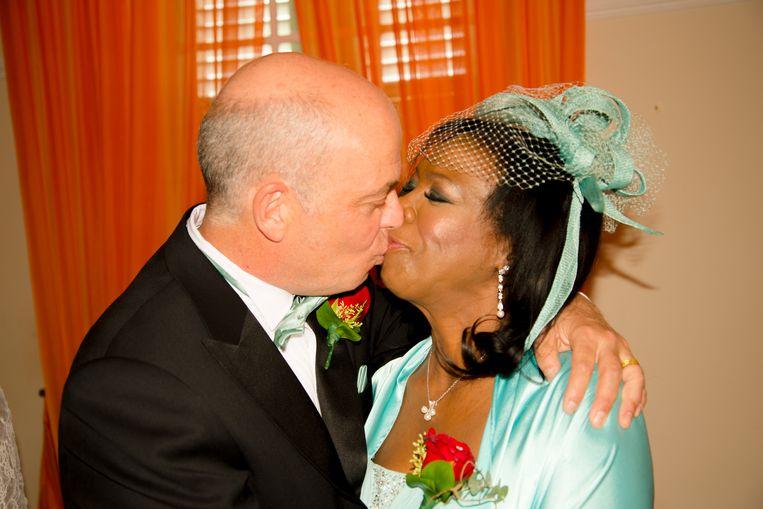 Ivette Verhaar-Capriles met haar man Kees op hun bruiloft. Beeld