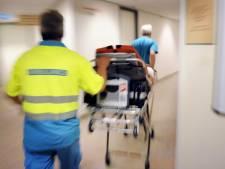 Neergestoken vrouw van 96 op intensive care