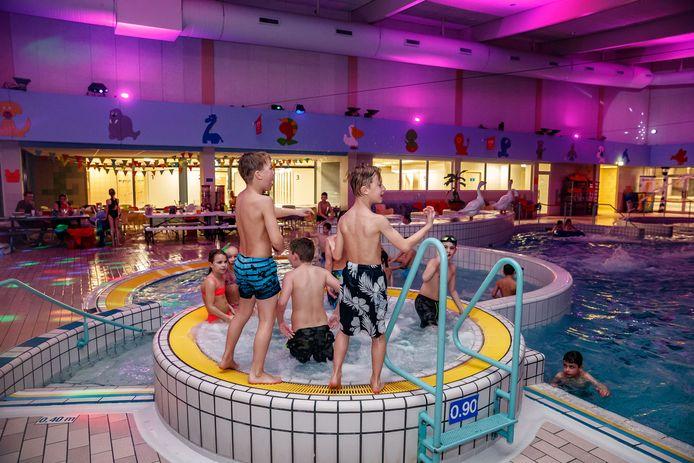 Het zwembad is een van de publiekstrekkers op De Stok in Roosendaal. Naast woningbouw moet de stad ook mensen trekken met beleving, die onder andere te vinden is op recreatiezone De Stok en de Designer Outlet Roosendaal.