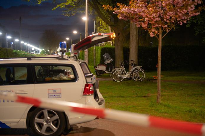 Fietser overlijdt na botsing met brommer in Tilburg.