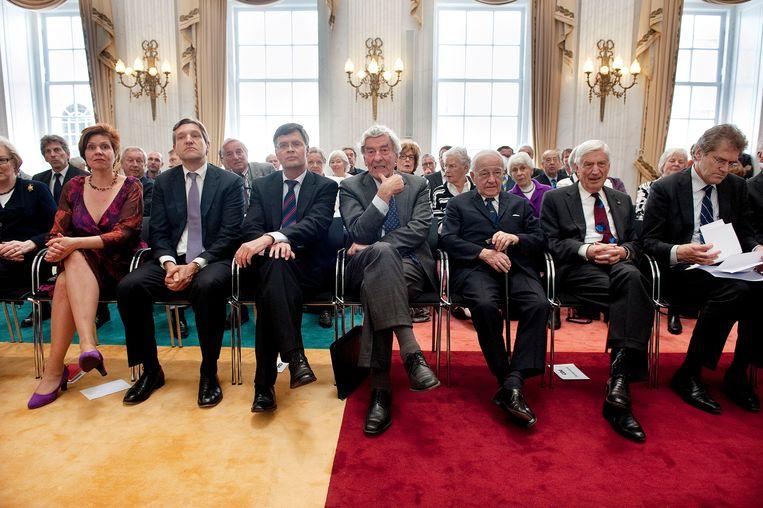 Partijvoorzitter Ruth Peetoom, fractievoorzitter Sybrand van Haersma Buma, oud-premier Jan Peter Balkenende, oud-premier Ruud Lubbers, oud-premier Piet de Jong, oud-premier Dries van Agt tijdens de presentatie van de Canon van de christendemocratie. Beeld ANP