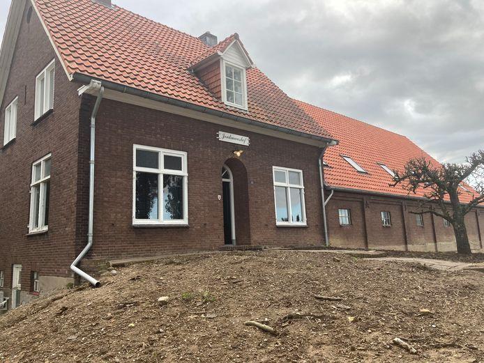 Boerderij Jonkmanshof aan de Ooijse Kerkdijk. In de schuur die aan de woning vastzit, moeten volgend jaar tien huizen verrijzen.