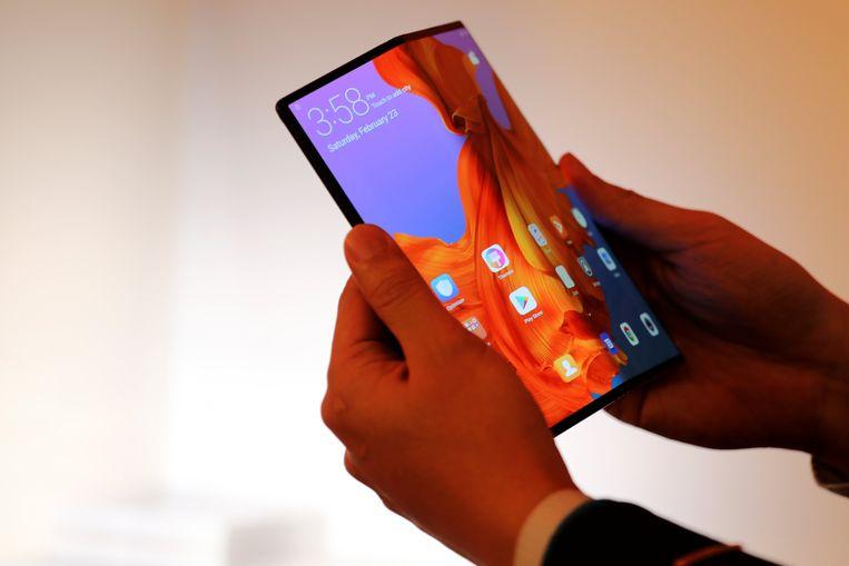Deze Huawei Mate X kan straks de uwe zijn, gesteld dat u er 2.299 euro voor wil neertellen. Beeld REUTERS