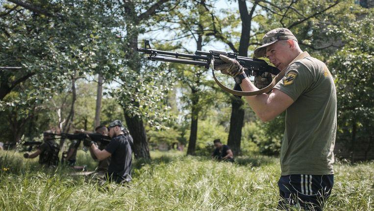 Oekraïense rebellen in Marioepol.