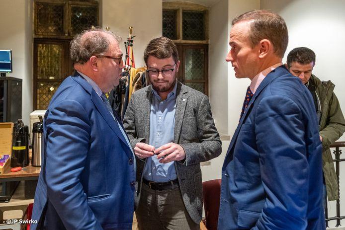 Burgemeester Christoph D'Haese, gemeenteraadsvoorzitter David Coppens en algemeen directeur Wim Leerman.
