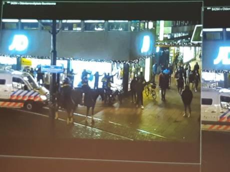 Zeven aanhoudingen op Lijnbaan waar jongeman (22) mes trekt naar agent in burger