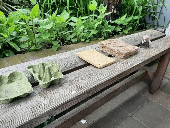 Van natuurafval zoals bermgras kunnen verschillende duurzame producten gemaakt worden: eierdoosjes, planken of isolatiemateriaal.