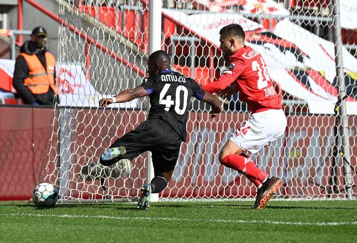 Dans un angle difficile, Francis Amuzu a mis Anderlecht sur les rails en début de rencontre.