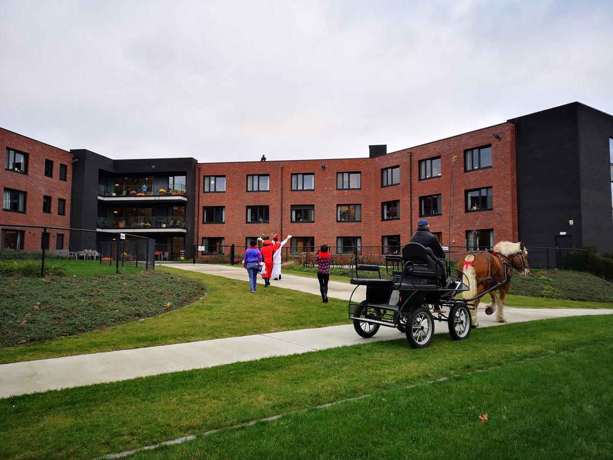 De Sint bezocht ook het naastgelegen woonzorgcentrum.