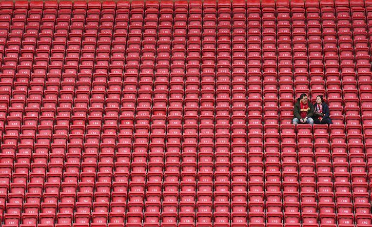 Een (vrijwel) lege Anfield-tribune in Liverpool. Beeld AP
