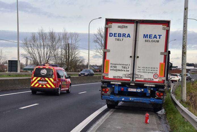 De brandweer hoefde uiteindelijk nauwelijks tussen te komen langs de Ringlaan in Pittem, bij de koelwagen waarvan de remmen waren vastgelopen.