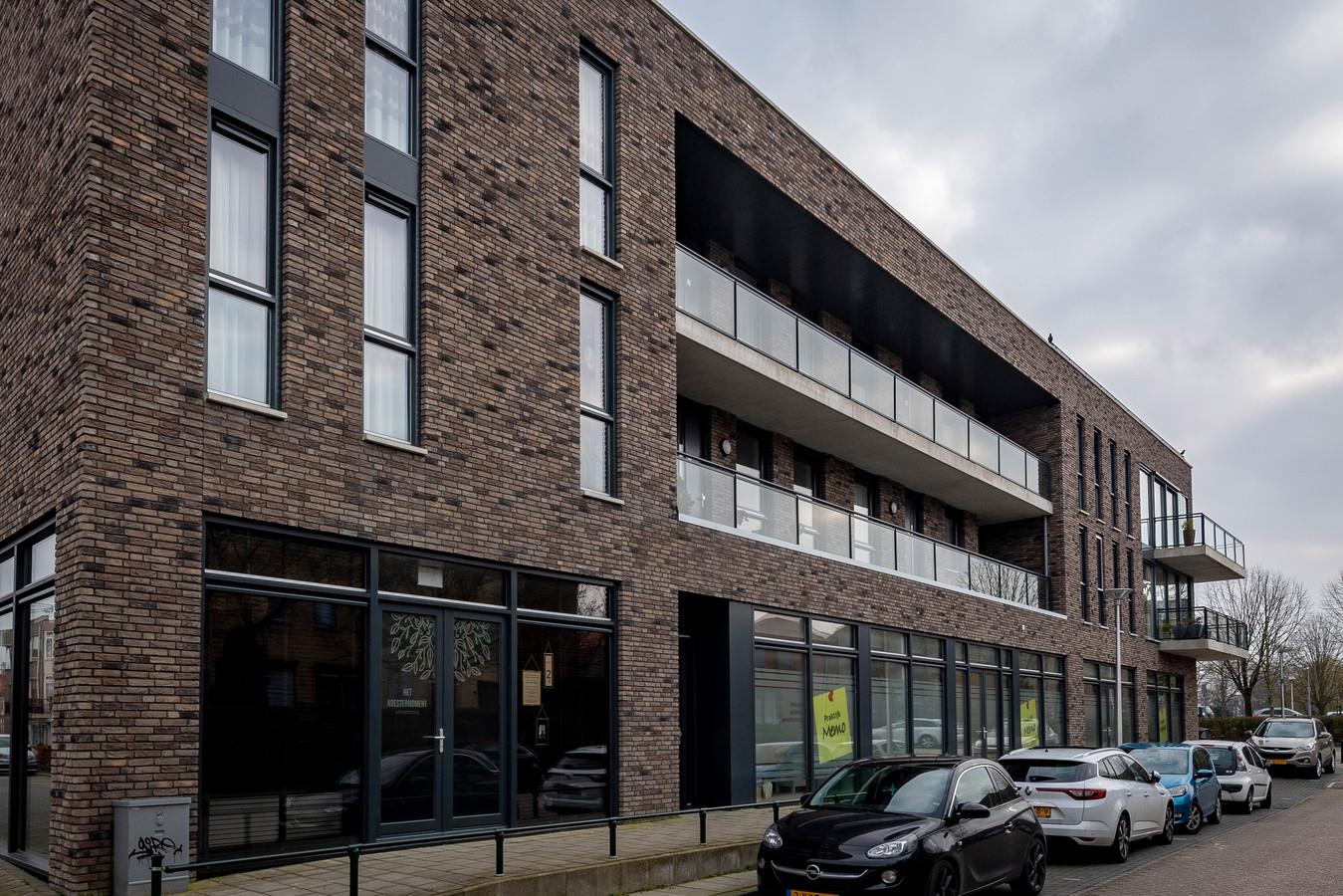 Rouwcentrum 'Het Koestermoment' gevestigd op de benedenetage van het appartementencomplex aan de Vestinghlaan in Steenbergen.
