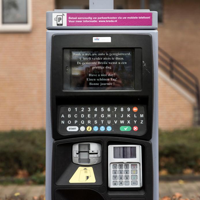 Een parkeermeter op de Vlaszak in Breda, waar het kenteken moet worden ingevoerd.