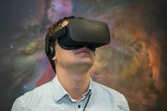 Jordy Davelaar met VR-bril