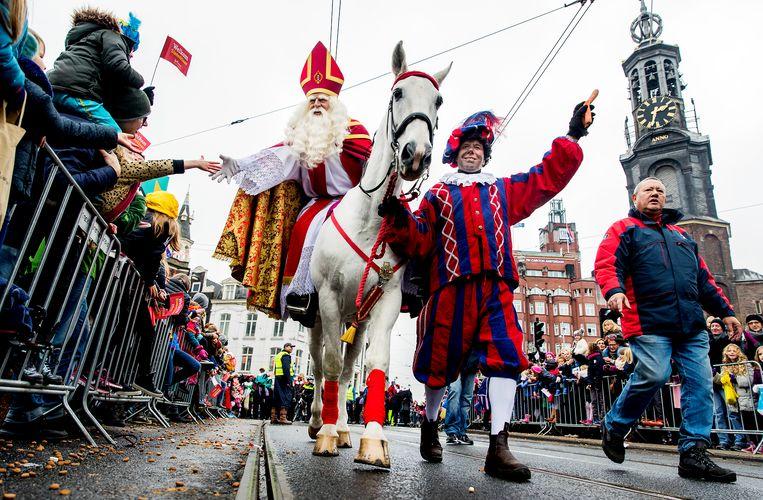 Toen het nog kon: Sinterklaas bij de Munttoren tijdens de intocht. Beeld ANP