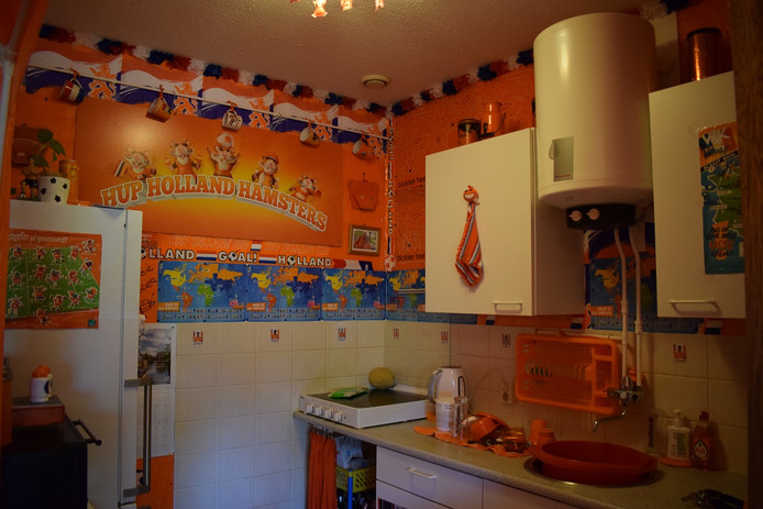 Zelfs de keuken is oranje