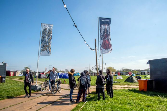 Roadburn 2019, festivalbezoekers op de stadscamping in Moerenburg.
