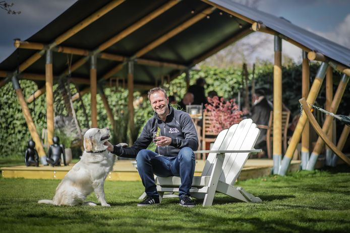 Ondernemer Victor Lekanne (50) uit Stevoort ontwierp zijn eigen safaritenten om ook in de eigen omgeving tot rust te kunnen komen.