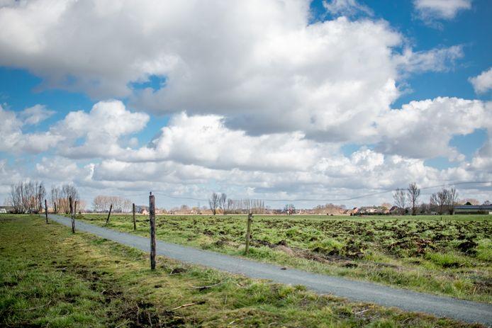 Het bolle akkergebied, tussen Iepenstraat, Olmenstraat, Sparrenhofstraat en Klapperbeekstraat.