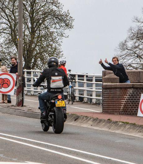 Deventer motorrijders krijgen steun van Noord-Hollandse motormuizen: ride-out van 50 fanaten naar Deventer