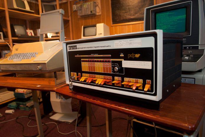 Pronkstuk uit de collectie van het Computermuseum van Hack42. De organisatie verhuist van de Koningsweg naar de Cruquiusweg, op het industrieterrein bij de Westervoortsedijk.
