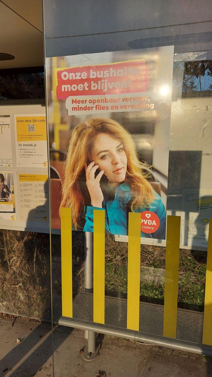 Eén van de affiches waarmee PVDA zich verzet tegen het schrappen van de bushaltes.